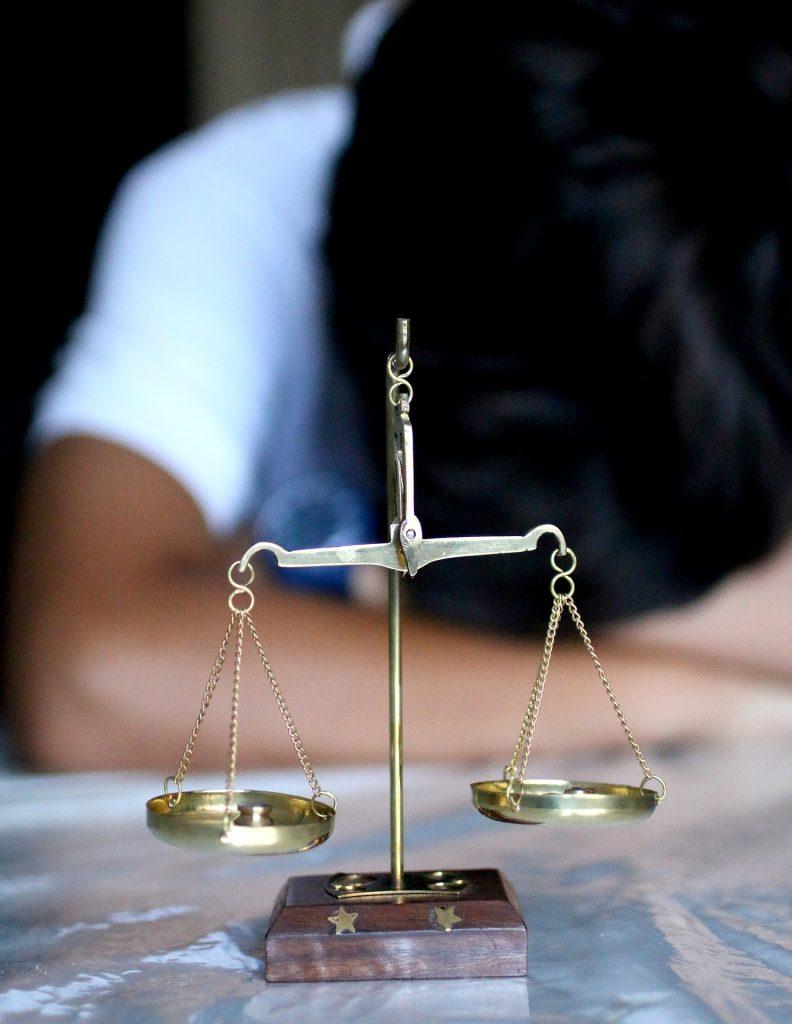 Adwokat – dlaczego warto skorzystać z jego usług?